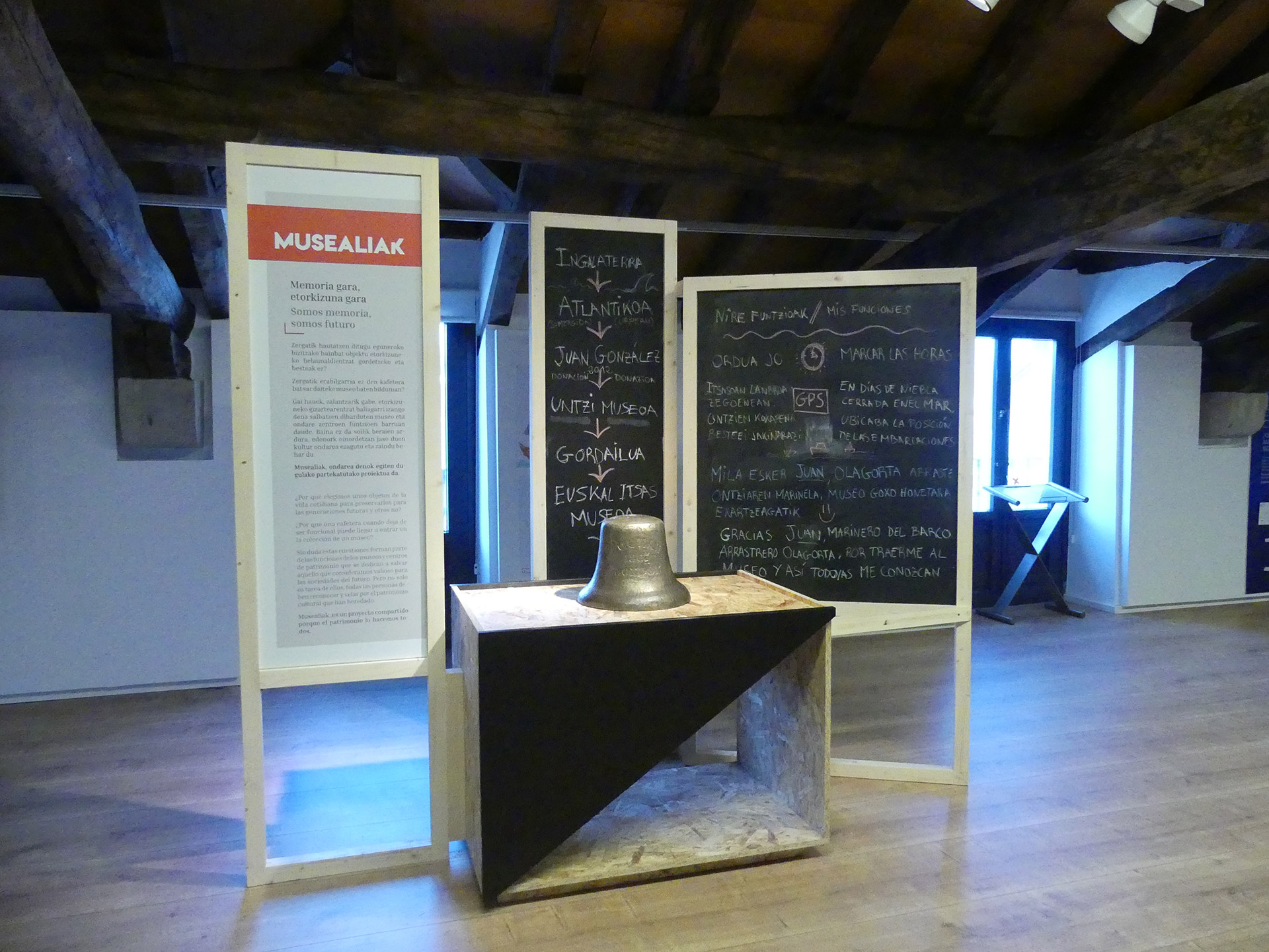 Imagen del stand de la campana en el museo